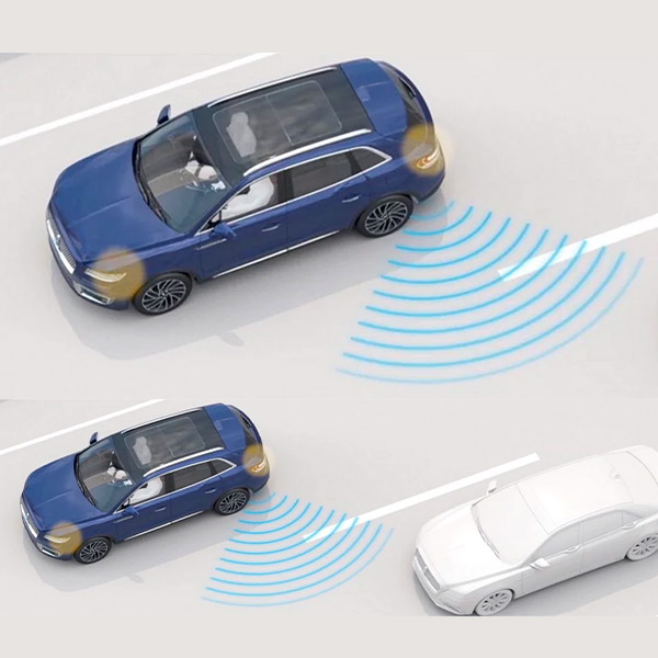 illustration demonstrating lincoln blind spot detection with cross traffic alert