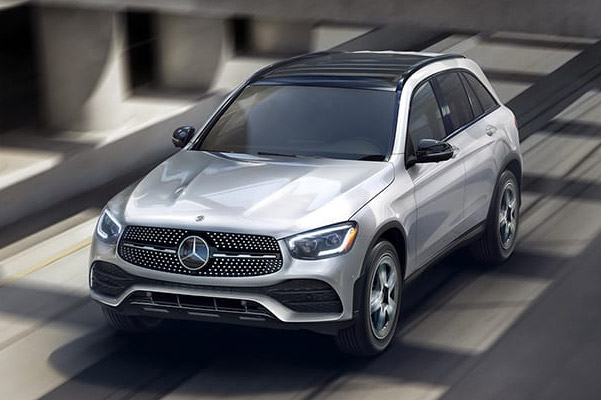 Mercedes Benz GLC Hybrid accelerating on the road